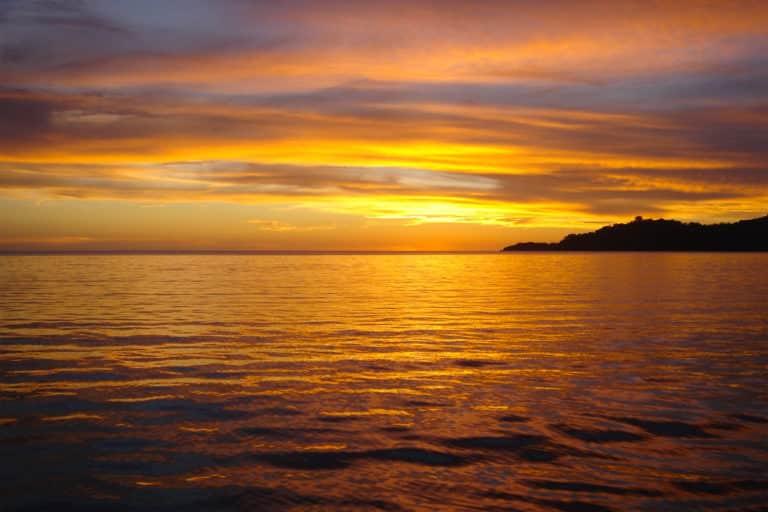 Bivouac couché de soleil à Mayotte